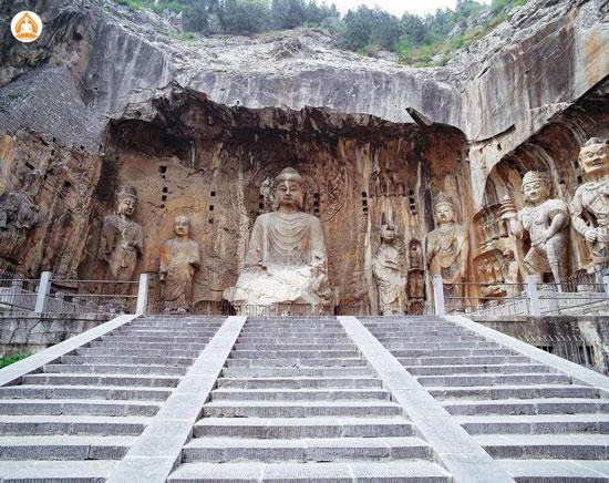 tượng phật khổng lồ Long Môn Đại Phật